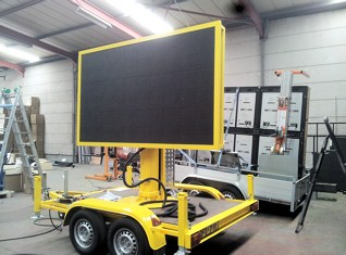 Betoled Led Displays Trailer geel